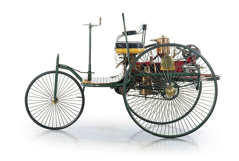 1886'da çıkan Benz Patent Motorwagen içten yanmalı motoru kullanan ilk otomobildir.