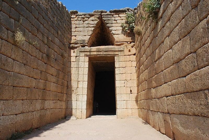 MÖ 13. yüzyıla tarihlenen Atreus Hazine Binası'nın dışı