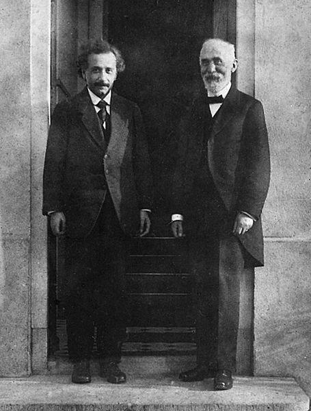 Hendrik Lorentz (sağda) ve Albert Einstein