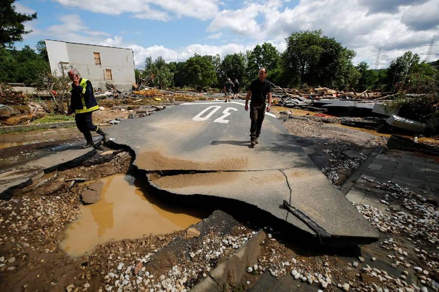 Metrekareye 148 kilo yağış düştü: Almanya'da ölü sayısı 103'e yükseldi
