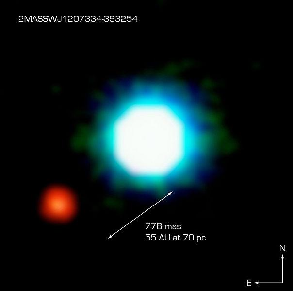 2M1207 (mavimsi) ve 2M1207b (kızılımsı) kızılötesi fotoğrafı.