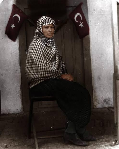 Gül Esin Hanım (1901-1990) - Türkiye'nin İlk Kadın Muhtarı