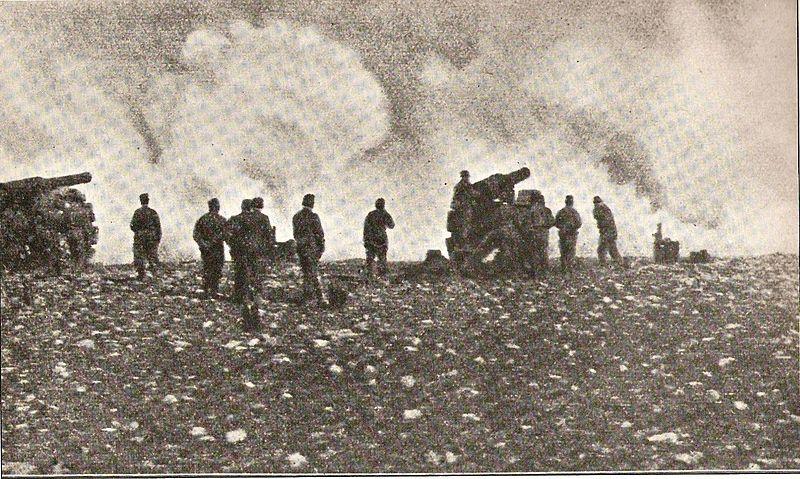 İtalyan bataryaları Bingazi'yi bombalarken. (1911)