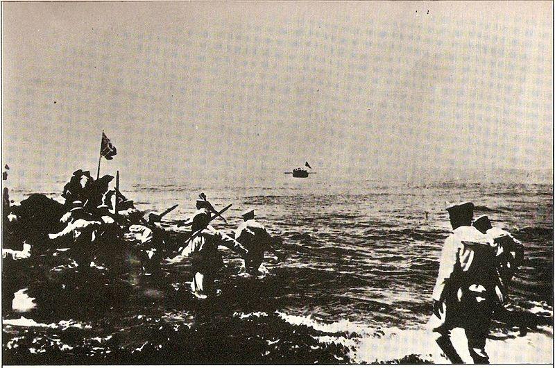İtalyan askerleri Trablus'a yapılan çıkartma sırasında. (Ekim 1911)