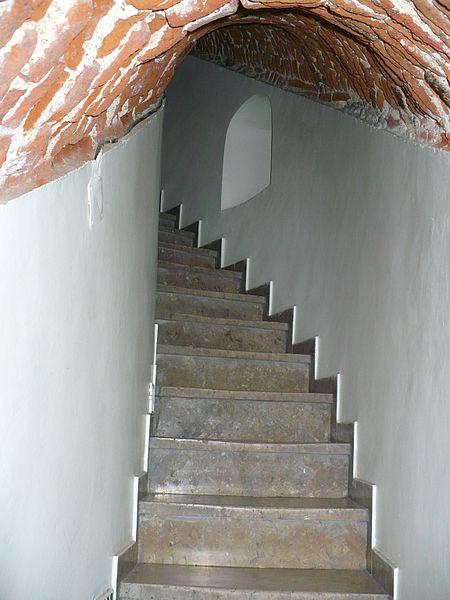 Kulede yer alan taş merdivenlerin bir bölümü (Temmuz 2008)
