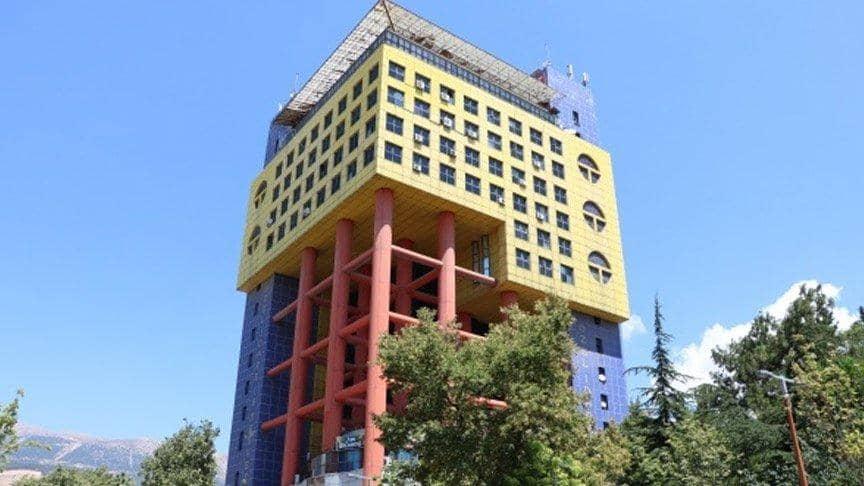 Dünyanın En Saçma Binası Yıkılıyor