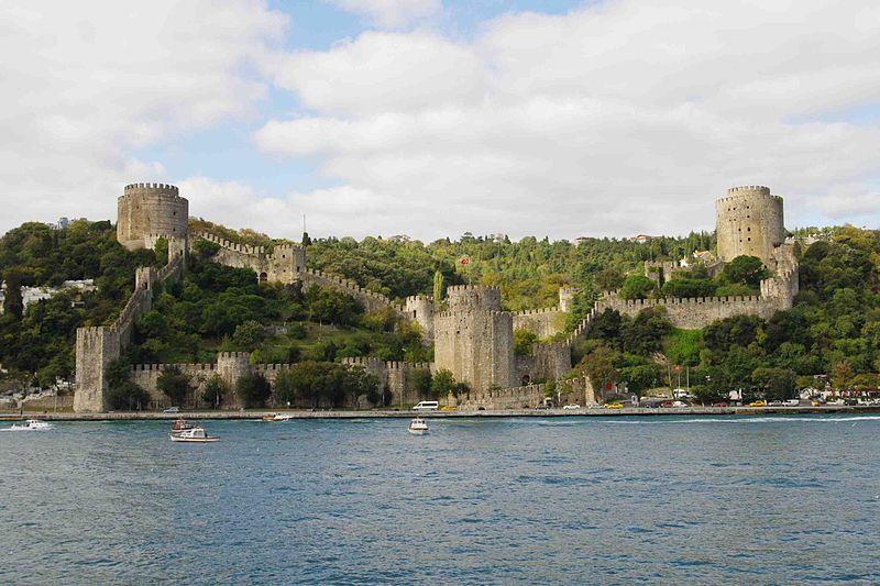 Fatih Sultan Mehmet tarafından inşa edilen Rumeli Hisarı