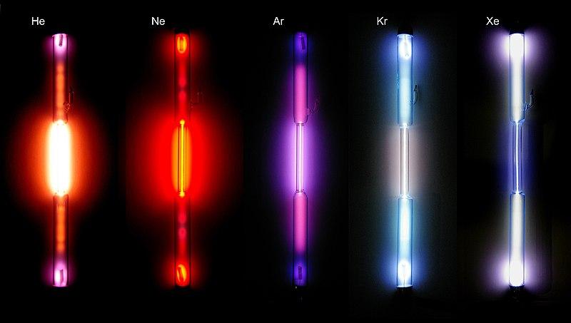 Soy gazların ürettiği renkler (soldan sağa: helyum, neon, argon, kripton ve ksenon)